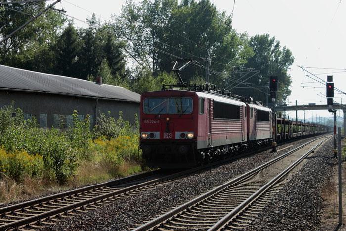 155 224 und 155 083 mit einem leeren Autozug im Bahnhof Klingenberg-Colmnitz