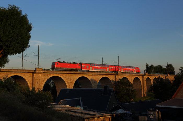 143 837 mit RB 30 nach Zwickau auf dem Colmnitzer Viadukt