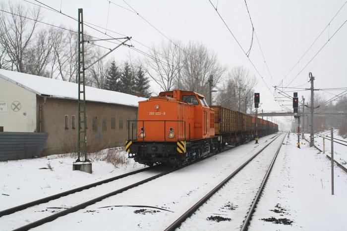 293 023 der MTEG mit Güterzug im Bhf Klingenberg-Colmnitz