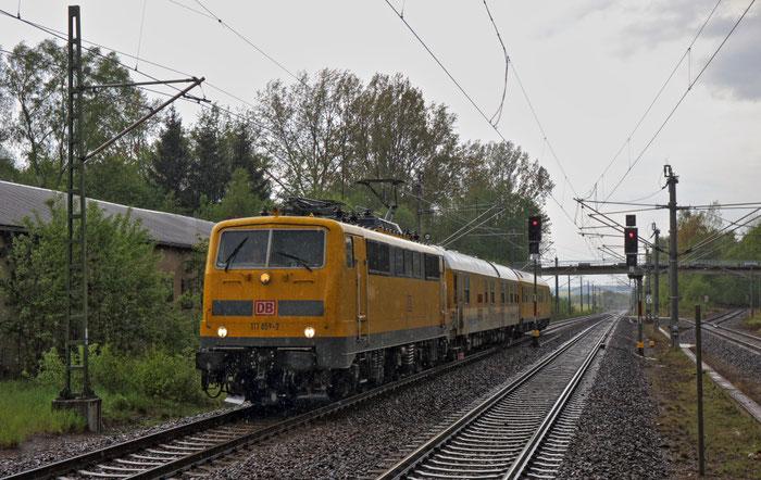 111 059 mit Messzug in Klingenberg Colmnitz