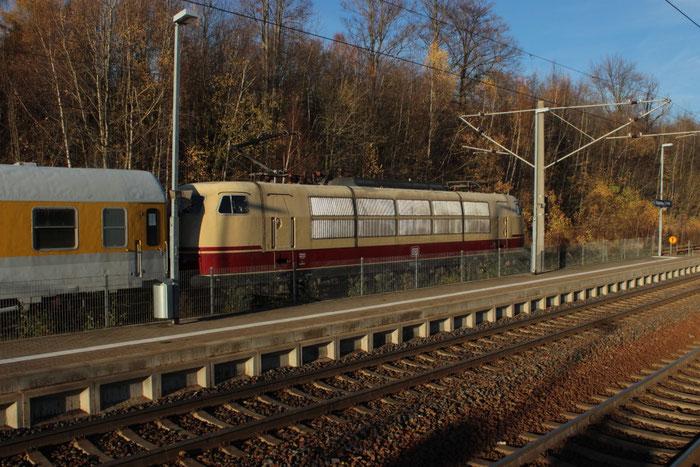 103 222 mit einem Messzug im Bahnhof Klingenberg Colmnitz