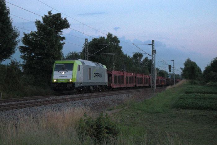 285 118 im Captrain-Look mit Leerautozug in Colmnitz