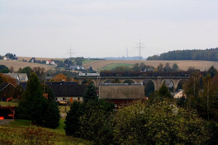 285 mit Weißenbornübergabe auf dem Colmnitzer Viadukt