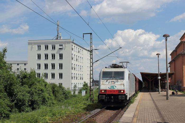 186 138 mit einem umgeleiteten Kohlezug in Dresden Plauen