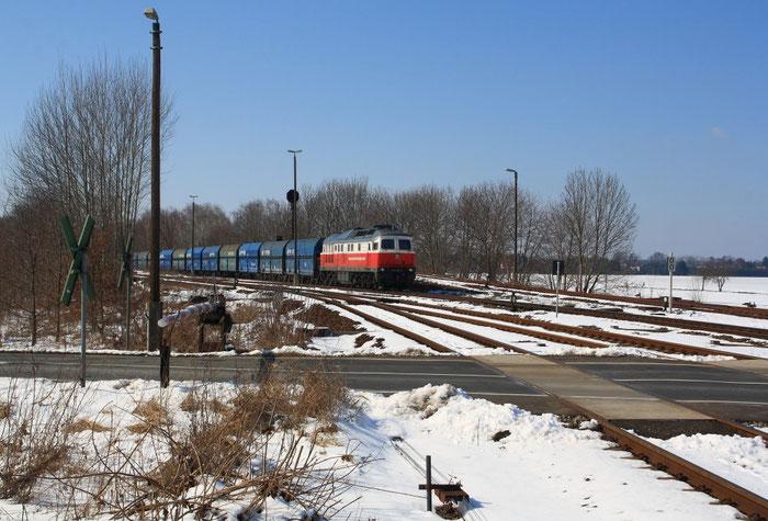 232 401 mit leerem Kohlezug bei der Einfahrt in Horka Gbf