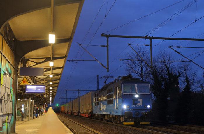 372 007 mit Continentalzug GA 47306 in Dresden Strehlen