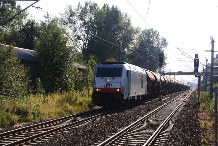 285 106 mit Gz durch den Bahnhof Klingenberg-Colmnitz