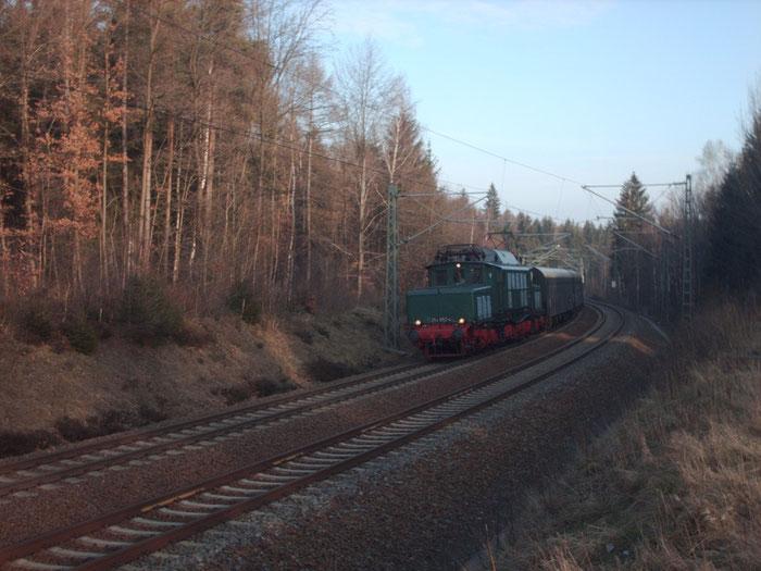 254 052 mit Sonderzug kurz vor Klingenberg