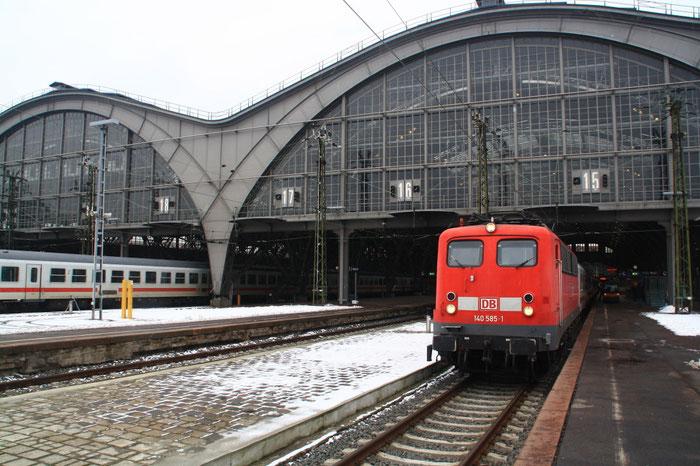 140 585 mit PBZ im Leipziger Hauptbahnhof