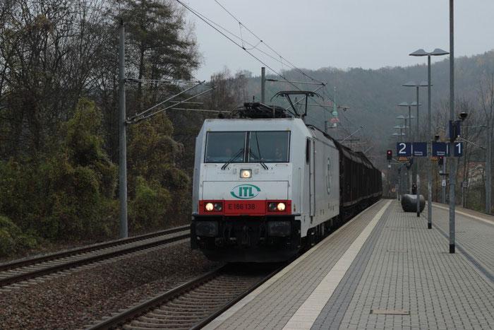 186 138 mit Papierzug in Freital Hainsberg West