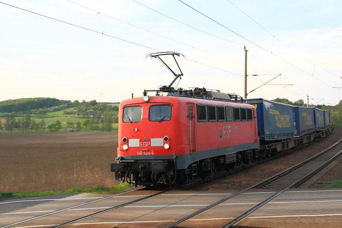 140 824 mit LKW Walther Zug kurz vor Weinböhla