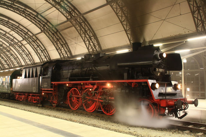 35 1097 mit Sdz in DD-Hauptbahnhof