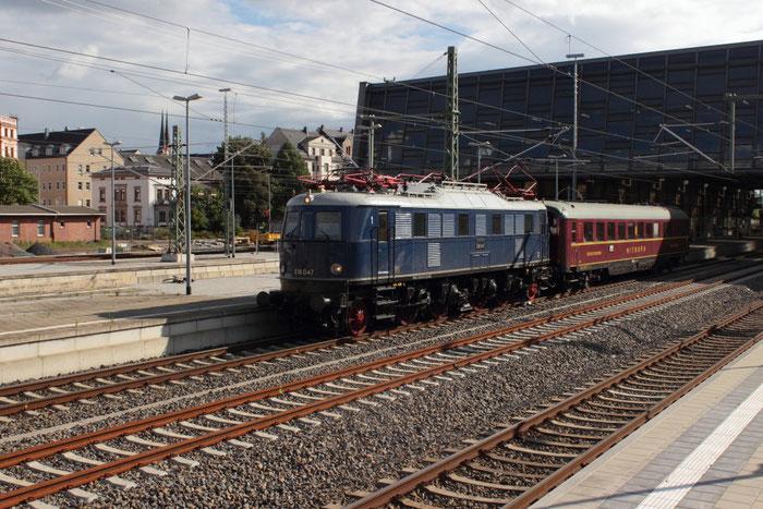 E18 047 mit Mitropawagen Chemnitz Hauptbahnhof