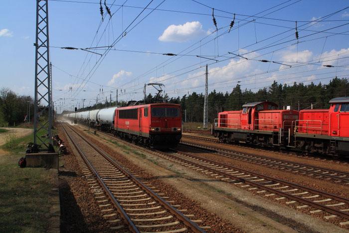 155 081 mit Güterzug nach Spreewitz in Hosena