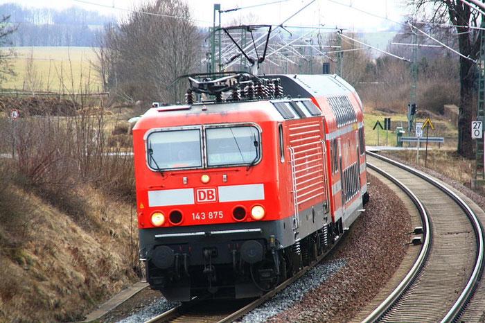 143 875 mit S-Bahn am BÜ Colmnitz