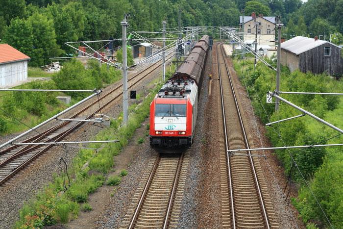 185 649 mit Papierzug nach Weißenborn im Bahnhof Klingenberg-Colmnitz