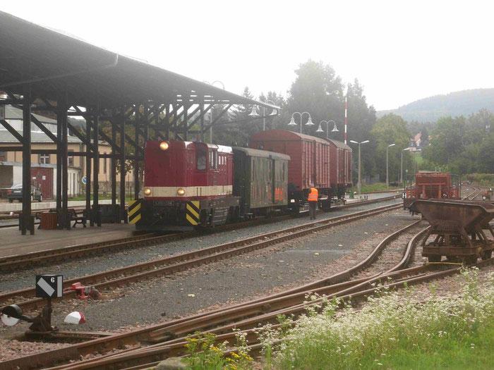 L45H 084 mit Rollwagengüterzug in Dipps