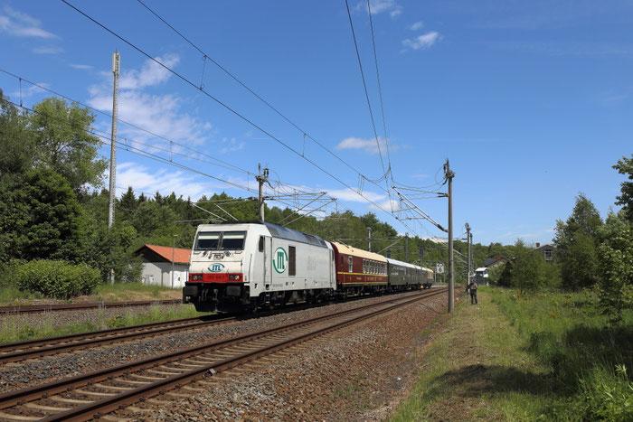 285 108 mit Sonderzug im Bahnhof Klingenberg Colmnitz