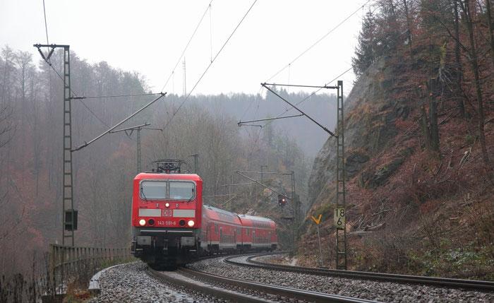 143 591 mit RB 30 Ersatzzug hinter Edle Krone