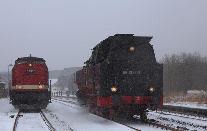 Treffen zweier Loks der DR in Altenberg;  im heutigen Einsatz bei der EBB Pressnitztalbahn