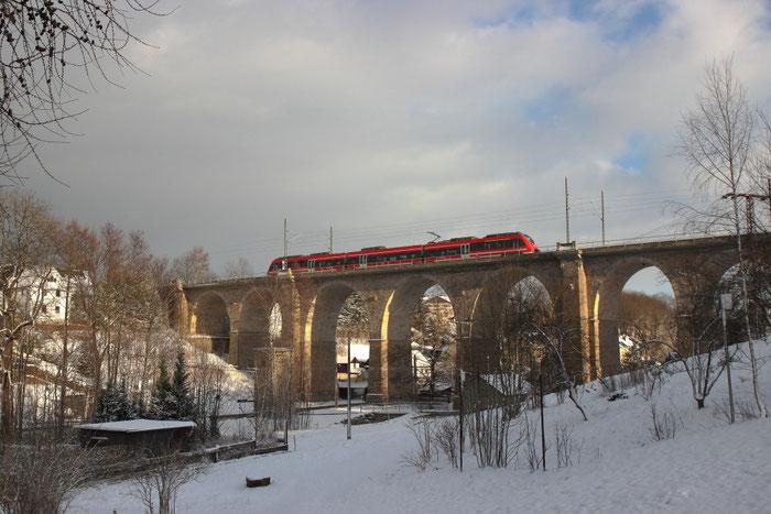 Und der Viadukt von der Nord-West-Seite mit einem Talent auf dem Weg nach Dresden