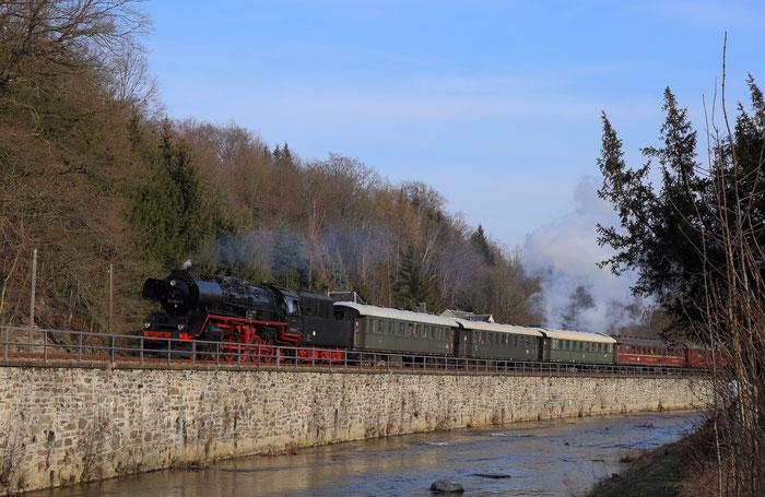 50 3648-8 mit Sonderzug von Berlin nach Cranzahl in Einsiedel