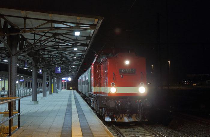 112 565 mit Sonderzug aus Holzhau in Freiberg