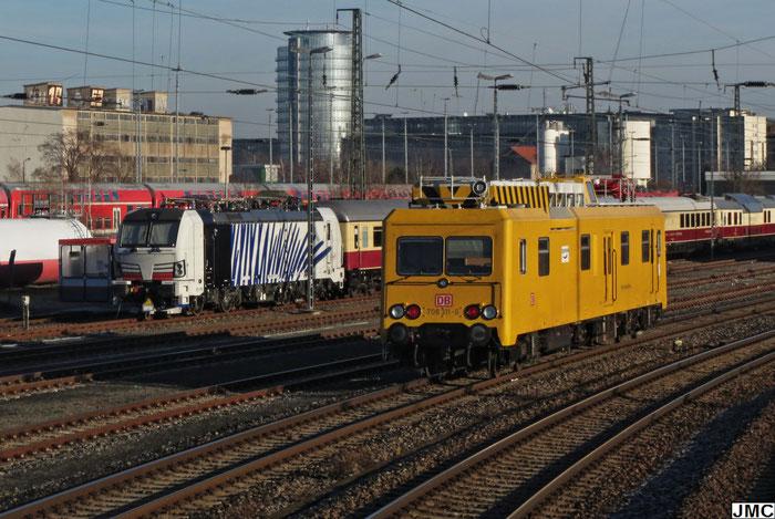 Lokomotion 193 772 mit dem Rheingold in Dresden Altstadt