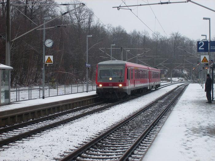 628 570 auf Überführungsfahrt im Bahnhof Klingenberg-Colmnitz