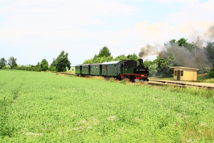 99 1574 mit Personenzug in Naundorf(bei Oschatz)