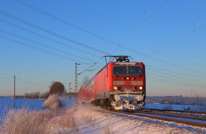 143 126 mit RB 30 bei Sonnenaufgang in Colmnitz