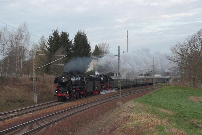 01 1066 und 35 1097 mit Leerwagenüberführung von Glauchau nach Dresden in Niederbobritzsch