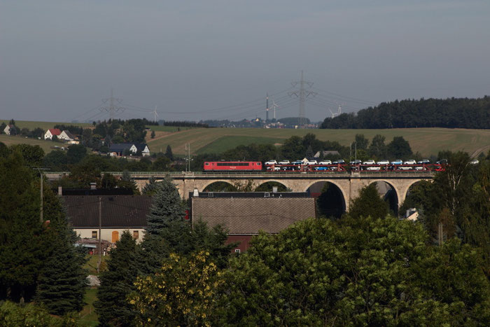 155 101 mit einem vollen Autozug auf dem Colmnitzer Viadukt