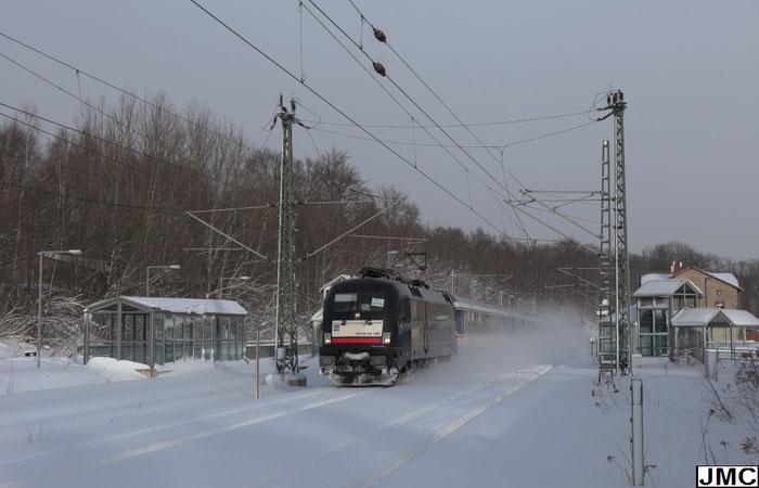 182 524 mit RE 3 nach Hof im tief verschneiten Bahnhof Klingenberg-Colmnitz