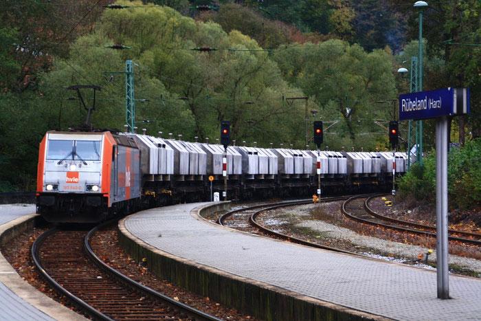 ... und als Schublok 185 640 im Bahnhof Rübeland