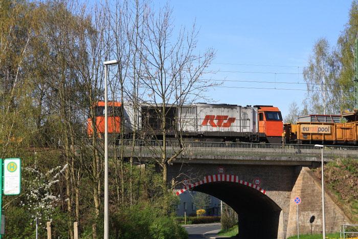 RTS 272 204 mit Umbauzug in Freiberg