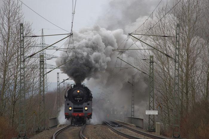 01 509 mit einem Chartersonderzug (DGS 62162 DZW-DH) auf dem Hetzbachtal Viadukt