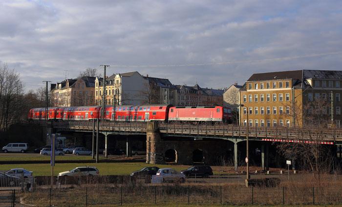 143 205 mit RE 3 in Chemnitz