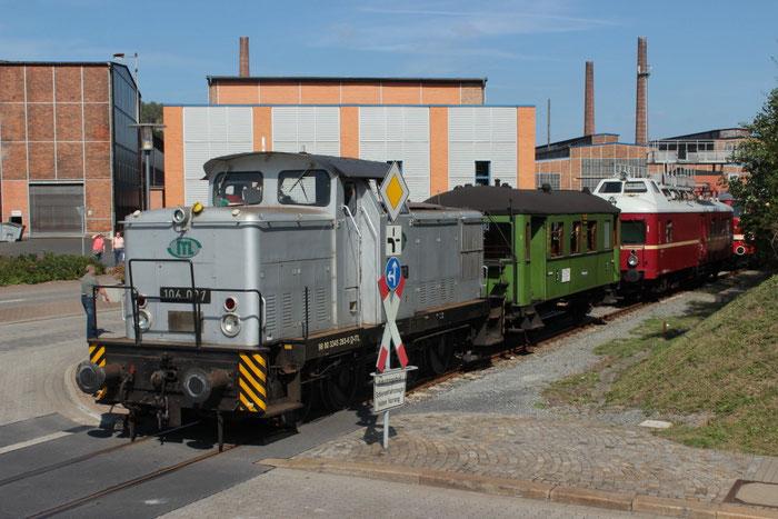 106 007 mit dem Windbergwagen auf der Anschlussbahn des Edelstahlwerkes in Freital