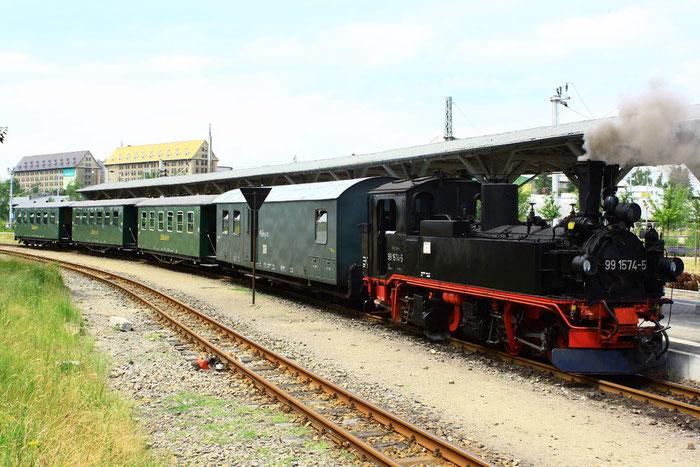99 1574 mit Personenzug in Oschatz Hauptbahnhof