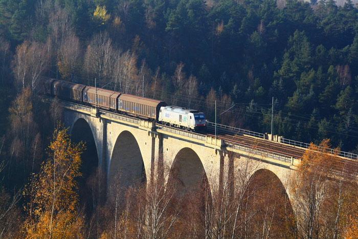 285 108 mit Gz auf dem Muldenhüttner Viadukt