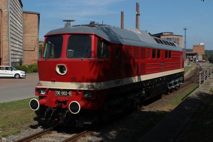 130 002 auf der Anschlussbahn des Edlestahlwerkes in Freital