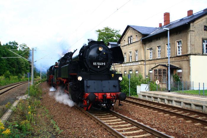 65 1049 und 35 1019 mit Sdz durch den Bahnhof Klingenberg-Colmnitz