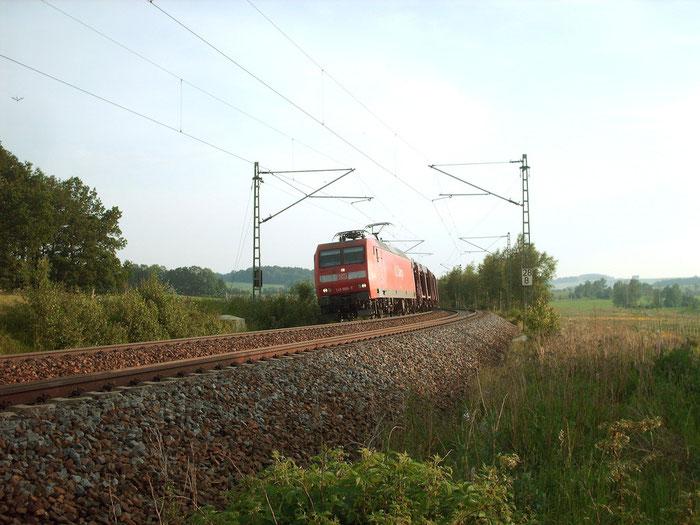 145 005 mit Autozug zwischen Niederbobritzsch und Colmnitz