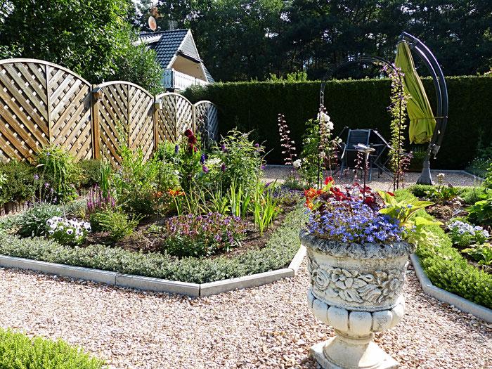 Garten, große Terrasse nach Westen, kleine Terrasse nach Süden