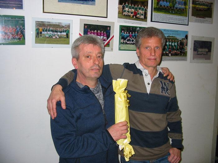 Mit der goldenen Mettwurst ausgezeichnet: Spartenkoch Holger Wisse (links).