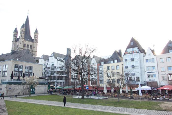 Il centro storico della Colonia si trova direttamente sulla riva del Reno