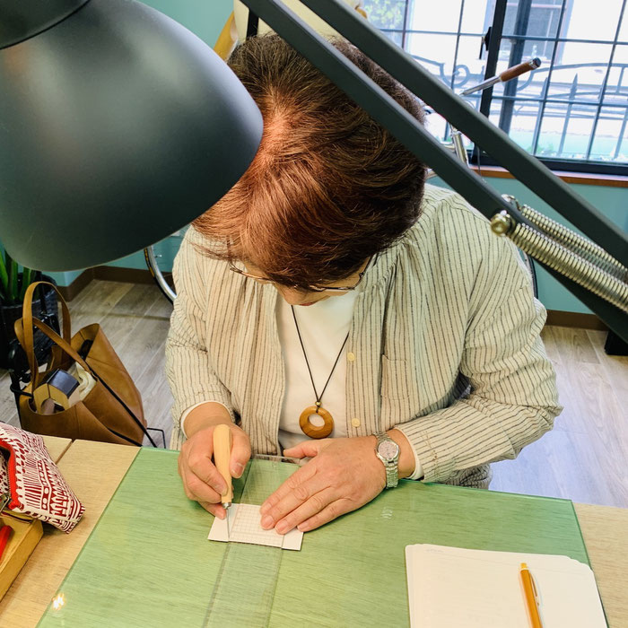 大阪心斎橋レザークラフト教室のレッスンのイメージ2