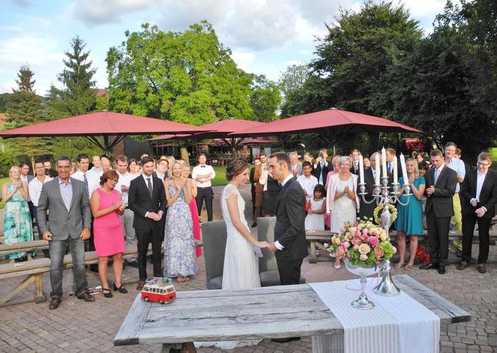 Trauung Dagobertshausen Hochzeit Vila Vita Marburg freie Trauung Redner Dagobertshausen Marburg Eventscheune Kulturscheune Trauzeremonie Marburg Trauredner freier Redner Marburg