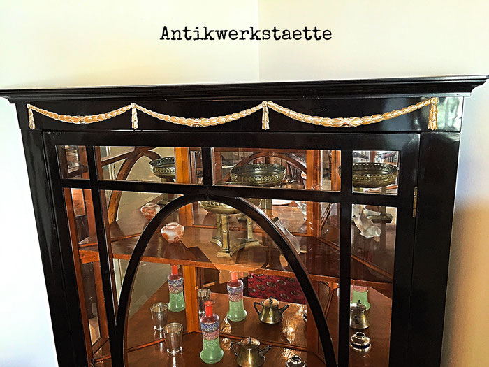 Art Nouveau Showcase